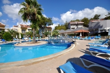 2 Bedroom Ground Floor Apartment with Communal Pool