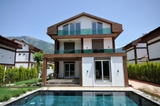 4 Bedroom Detached Triplex Villas with Swimming Pool