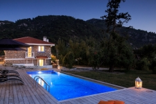 Fabulous Detached Villa with Infinity Pool and Garden