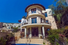 2 Bed Detached Villa with Self Contained Private Apartment