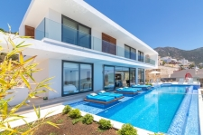 5 Bedroom Luxury Villa with Sea View & Infinity Pool