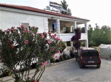 Spacious Countryside House with Large Garden For Sale