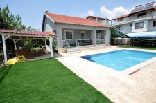 3 Bedroom Bungalow with Swimming Pool For Sale