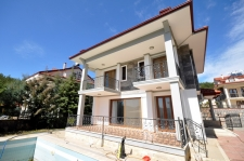4 Bedroom Luxury Triplex Villa with Swimming Pool