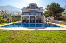 Luxury 4 Bedroom Villa with Stunning Mountain View