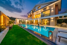 Luxury & Spacious 4 Bedroom Villa with Private Pool