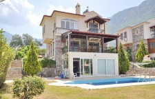 Detached Villa with Self Contained Apartment in Ovacik