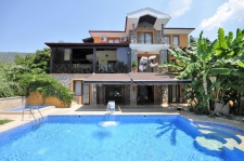 5 Bedroom Magnificent Villa with Huge Swimming Pool & Jacu