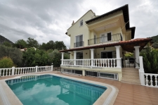 Spacious 5 Bedroom Detached Villa with Private Pool & Garden