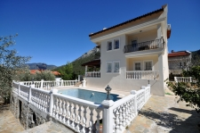 6 Bedroom Detached Villa with Private Pool